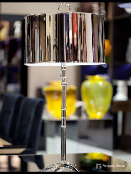 El color plateado significa prosperidad. Dale ese toque armónico y elegante a tu habitación adquiriendo esta hermosa lámpara. Disponible en nuestra Boutique.