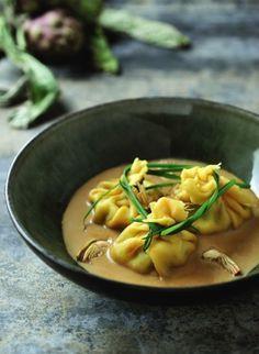 Pastapakje gevuld met ricotta, parmaham en een saus van artisjok