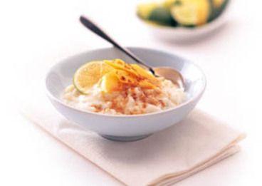 Pouding au riz à la noix de coco avec de la lime