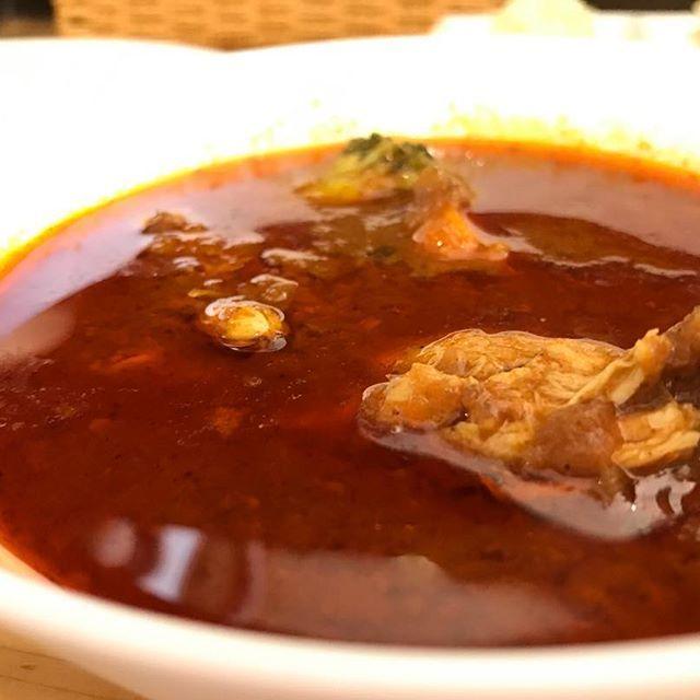 今日はひたすらカレー食べ歩く!と決めて神保町のべっぴん舎さんへ。暑くて夏バテ気味だったので薬膳カレーを。生姜とカルダモンたっぷりで体ポカポカ。汗だくだくになりながは完食。あぁ美味しいし気持ち良い。夏はカレーだ、と再実感。  #カレー #カレー部 #神保町 #神田 #インド #ドーサ #薬膳 #野菜 #ランチ #飯テロ #スパイス #美味い #肉 #curry #kanda #japanesefood #tokyo #hot #tastegood #lunch #japan #lacomida #咖喱 #餐飲 #카레 #일본음식 #식품 #ジュピカレ記録 #142食目