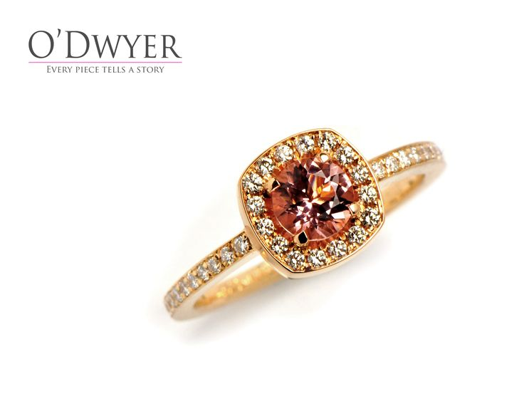 Emelie Classic Pave - 18ct red gold ring with an morganite in the centre surrounded with diamonds. Vigselring Förlovningsring