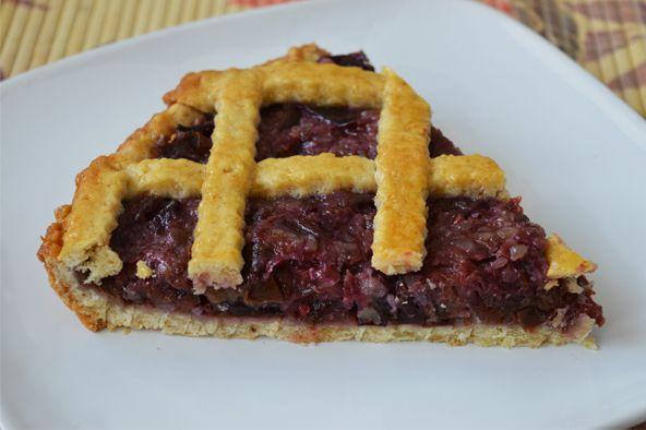 Cum este sezonul prunelor si al nucilor, nu am ratat ocazia de a pregati o tarta cu prune si nuci, care este foarte usor de facut, dar in acelasi timp foarte gustoasa.