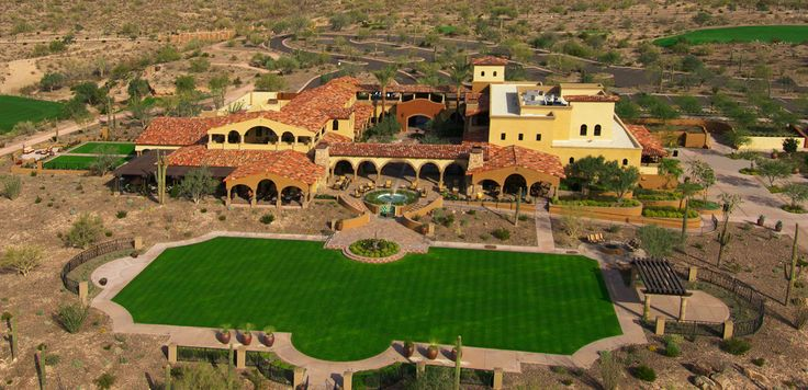 BLACKSTONE COUNTRY CLUB PEORIA A one-of-a-kind private club experience unlike anything available in the Northwest Valley.