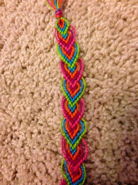 Learn how to make friendship bracelets - BraceletBook leaf pattern