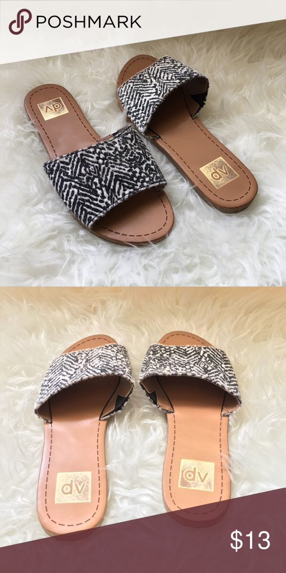 👠DV - Animal Print Slipper Sandals Worn one time. Super cute with skinny crop jeans or boyfriend jeans DV by Dolce Vita Shoes Slippers