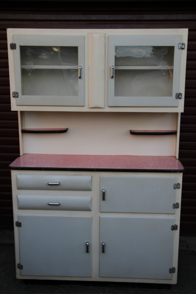 I Canu0027t Help But Be Drawn To These Old Kitchen Dressers   So Rockabiliy
