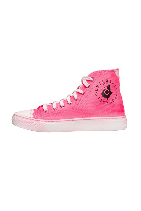 Sneakers airbrushed fluorescent fucsia. Made in Italy #etsy #etsyshopper #etsyseller #sneakers #fashion #shoes #men #women