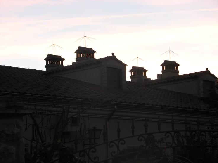 Chimeneas de los Apartamentos Turísticos situados junto a la Iglesia de Santa Catalina.