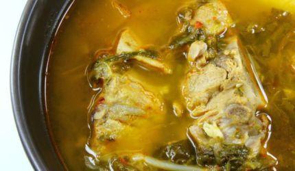 Čínska kapustová polievka s bravčovým mäsom