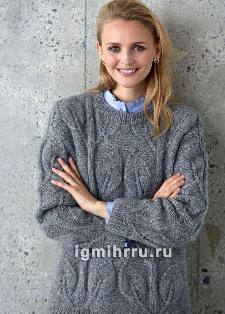 Серый теплый пуловер с растительным рельефным узором. Вязание спицами