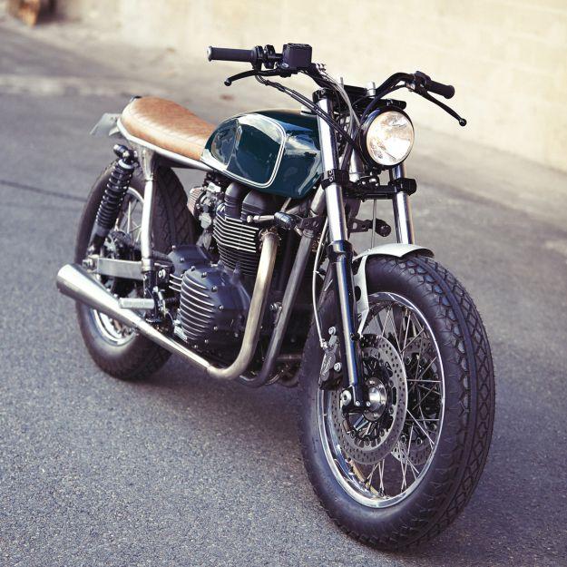 Triumph Bonneville T100 Brat Style by Clutch Custom #motorcycles #bratstyle #motos | caferacerpasion.com