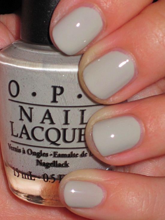 OPI Skull - pretty on short nails