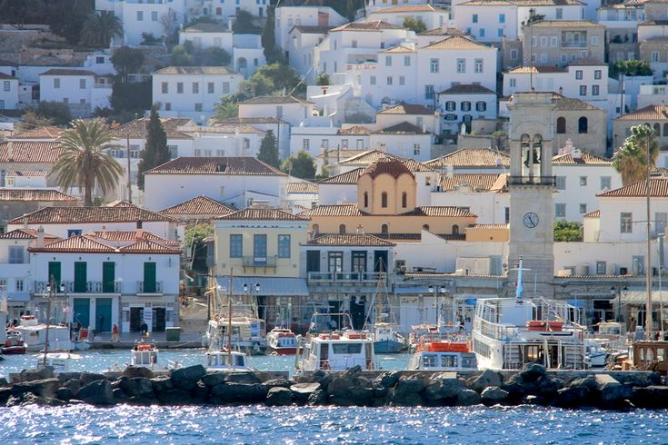 mieniąca się w słońcu grecka wyspa Hydra