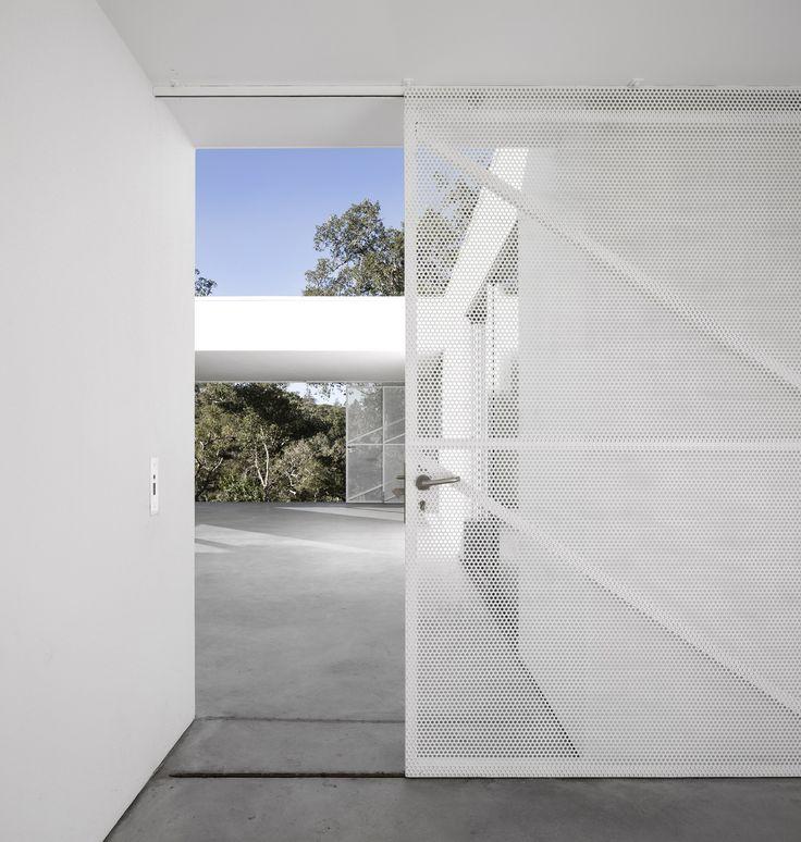Image 13 of 21 from gallery of House Quinta Do Carvalheiro  / GSMM Architetti. Photograph by Fernando Guerra   FG+SG