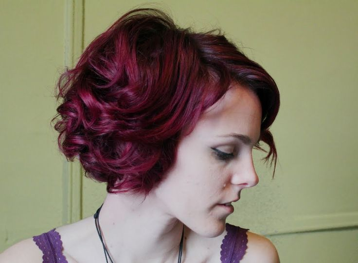 How to curl short hair for perfect retro vintage curls. This is the base foundation for any vintage style you could (almost) ever want! Great for victory rolls, bumper bangs, Marilyn Monroe hair...!