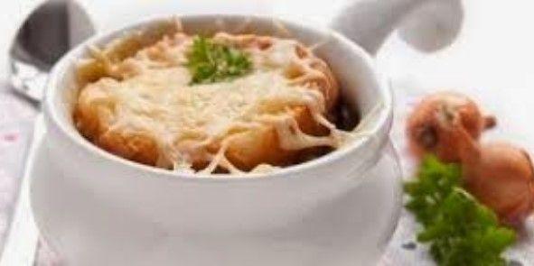 Heerlijk en gemakkelijk recept voor uiensoep met stokbrood met gesmolten kaas!          Ingrediënten:  40 gram boter of margarine  600 gram...