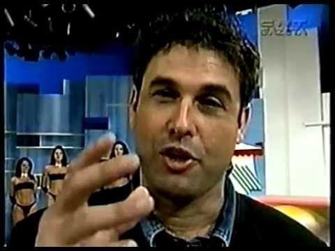 Sergio Mallandro dando lição de moral na imprensa que o criticava  ( Essa é do tempo que a Lívia Andrade dançava muito e falava menos merda! ☺ kkkkkk )