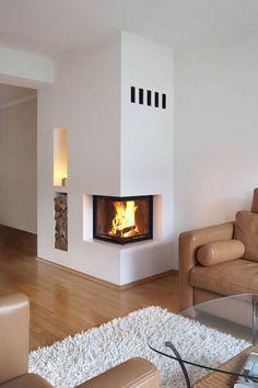 Der Kamin ist ein zweiseitiger Mini von Spartherm. Links von der Feuerung ist eine Holzablage gefertigt worden. Der Warmluftaustritt in den Raum erfolgt ueber die 5 Schlitze in der Schuerze des Heizkamins.