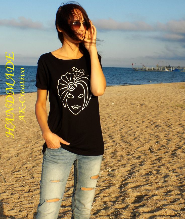 czarny t-shirt + motyw w kolorze srebrnym  AK-Creativo