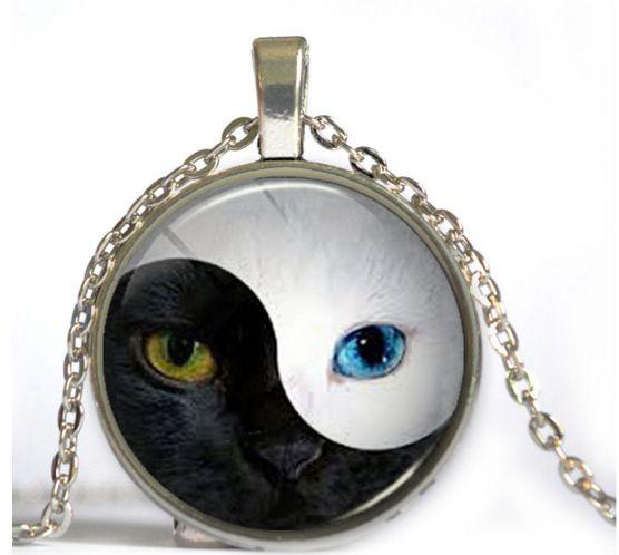 """Collier * le Yin et le Yang """" pour les amoureux des chats , couleur argent"""