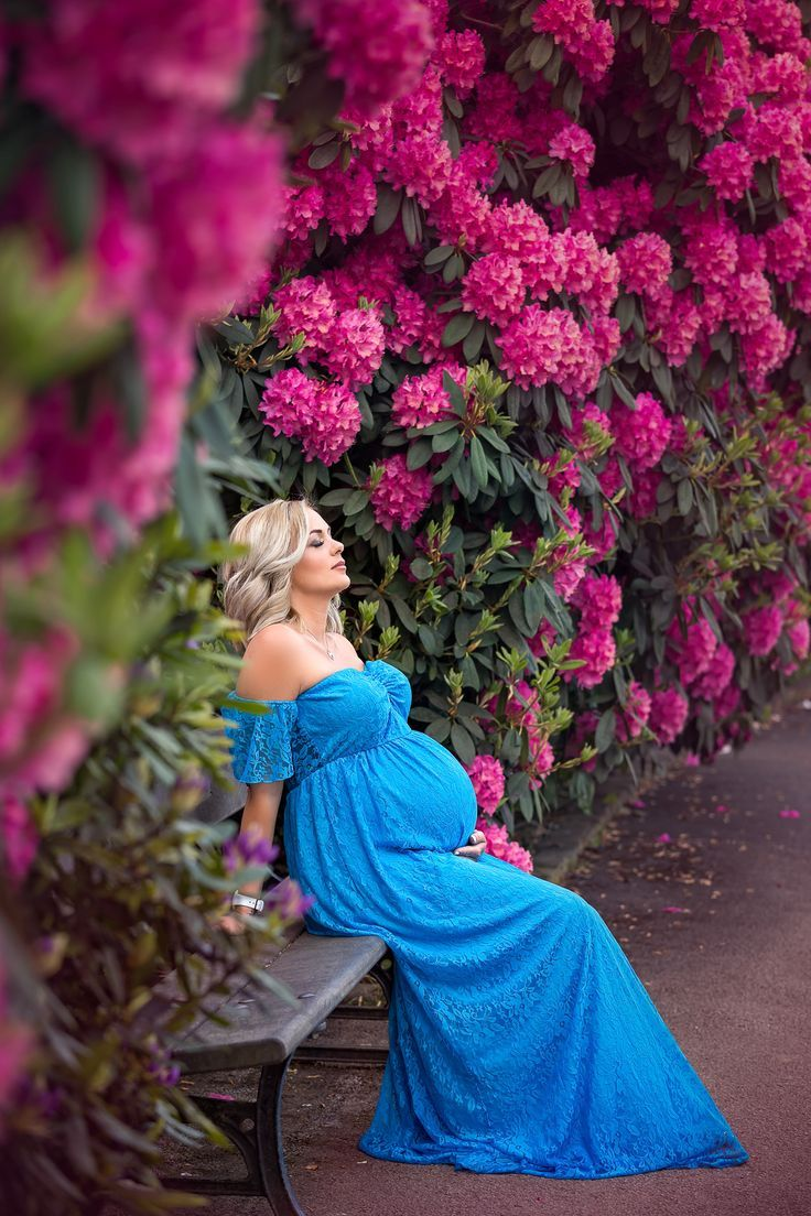 Flowery spring maternity session in Leeds, Yorkshire. Outdoor maternity photography in Leeds….