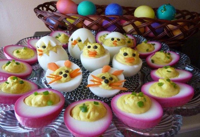 Húsvéti piros töltött tojás
