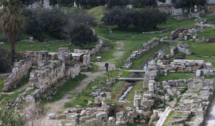 Ils ont peut-être trouvé certains des restes de l'armée de Cylon dans une fosse commune à Phaleron, à quatre milles au sud du centre-ville d'Athènes.