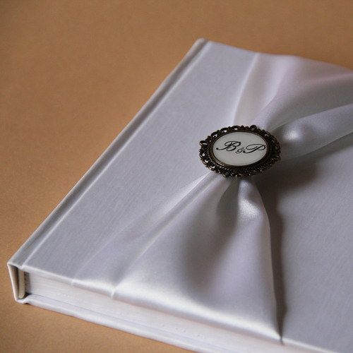 Svatební kniha hostů s monogramem