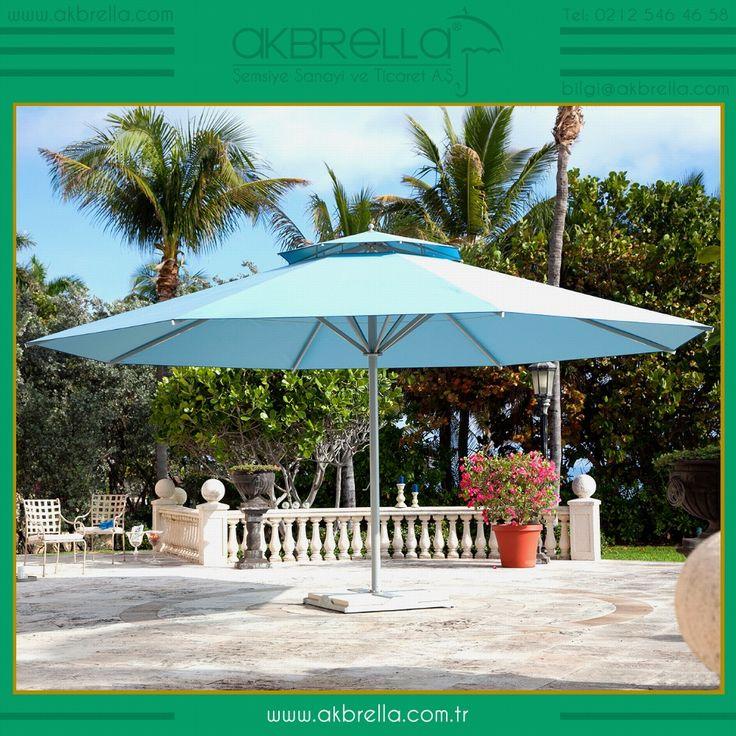 500cm çapındaki bu mavi bahçe şemsiyenin ana gövdesi %100 alüminyum olup eloksal boya sistemi kullanılmıştır, şemsiye üzerinde çok zarif hava sirkülasyonunu sağlamak için bir baca sistemi bulunmaktadır, baca sistemi sayesinde sıcak hava yukarı kaçacağından şemsiye altında serin bir esinti olacaktır, aynı zamanda sert esen rüzgarlar bu baca içerisinden tahliye olacağından şemsiye rüzgardan çok daha az etkilenecektir. Akbrella'nın ürettiği teleskopik sistem bu yuvarlak şemsiyelerin 300cm çap…