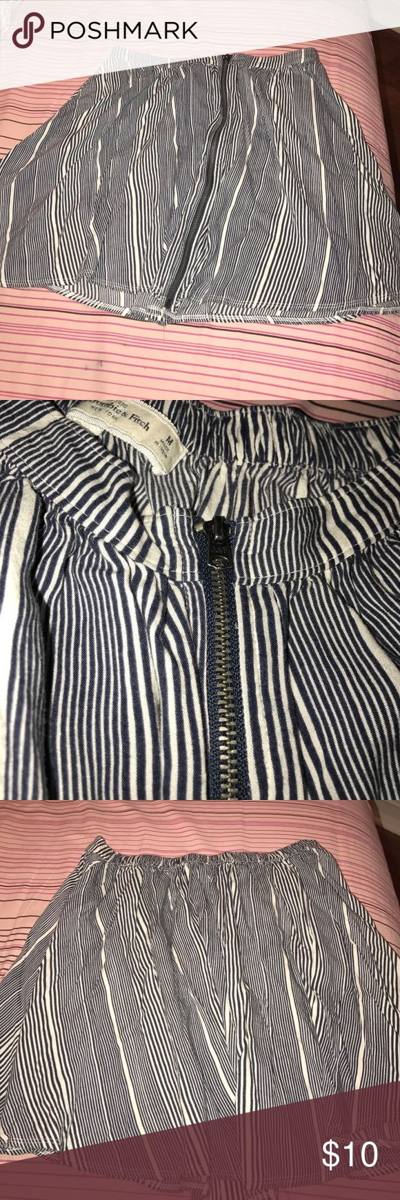 Abercrombie and fitch skirt Abercrombie and fitch stripped skirt. Zipper does work. Super cute high wasted for a shorter look, or at waist w the casual look. Lightly worn! Great condition Abercrombie & Fitch Skirts