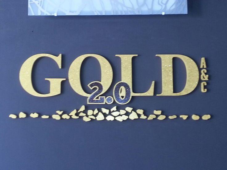 GOLD 2.0 -  Realizzazione del logo con forex da 19mm  tramite lavorazione CNC e successiva verniciatura glitter oro.
