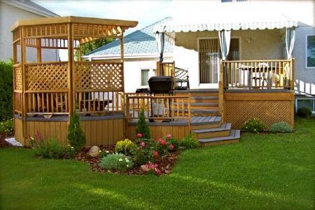 terrasse en bois avec paliers et pergola patio