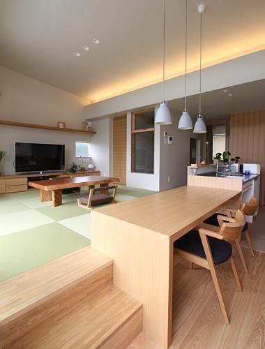 建築家:福田康紀「『和気町の家』里山風景を望む2階リビングの住まい」