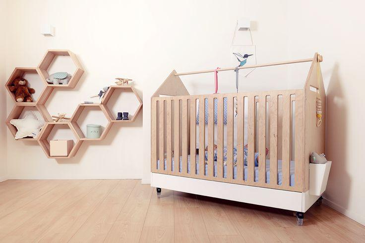 Eco crib for baby lovely, design, modern, eco for baby  Łóżeczko dziecięce na kółkach z ekologiczne sklejki.     nursery room, kids room, baby room, child room, cribe, lozeczko, pokój dzieciecy, meble dla dzieci