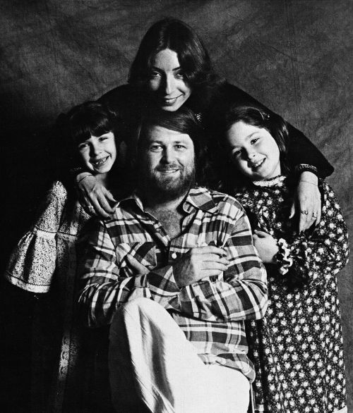Brian Wilson Wife Marilyn And Daughters Carnie Wendy