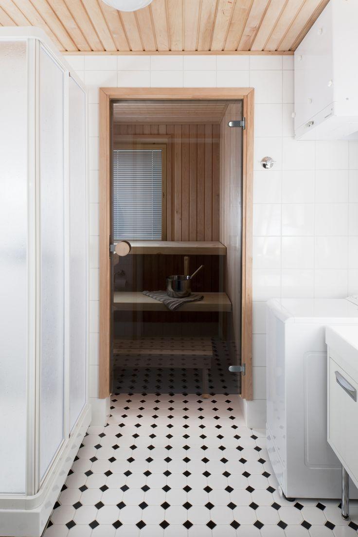JELD-WEN-saunanovi Harmaa 83 http://www.jeld-wen.fi/ovet/saunanovet/saunanovivalikoima/tuotesivu/?productId=3582