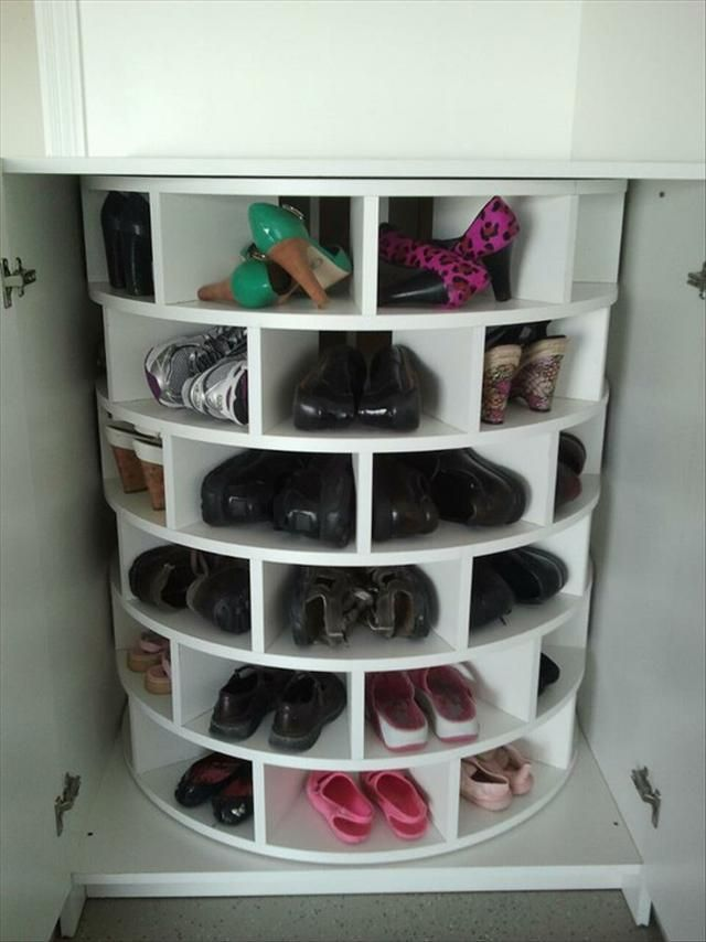 lazy susan for shoes - someone pointed out the original link.  I have attached it to the photo.  You can find how-to directions there.: Spaces, Good Ideas, Lazy Susan, Dreams, Closet, Shoes Storage, Shoes Lazy, Lazysusan, Shoes Racks