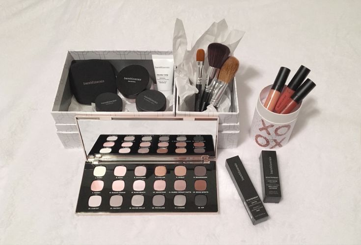 New years resolution: start a simple, everyday makeup routine. #bareminerals #makeup #skincare #newproducts #productreview #makeupreview #foundation #eyeshadowpalette #lipcolor #lipgloss #lipplumper #lipstick #concealor #makeupbrushes