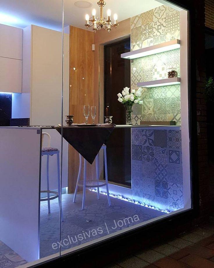 Así de espectacular luce el nuevo Showroom de @Exclusivasjomareformas, nuestro distribuidor en Tres Cantos (Madrid). Es interactivo, y gracias a las últimas tecnologías podrás verlo en todo su esplendor de noche. #cocinasConCorazón ❤️ #muebles #cocina #diseño #kitchen #design #LivingKitchen
