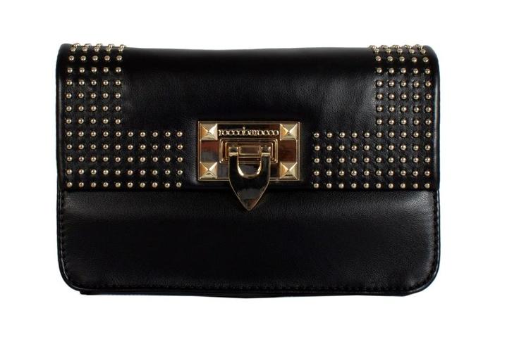 Casual Black for every day! ♥ #GBmoda #AbuDhabi #Fashion #Roccobarocco #Bags