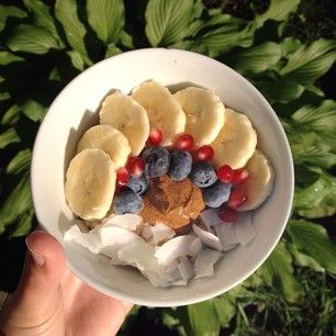 Rolled Oats with Bananas, Blueberries, Coconut, Pomegranate, and Almond Butter | 6 Things Anyone With Stomach Issues Should Know About A Low-FODMAP Diet
