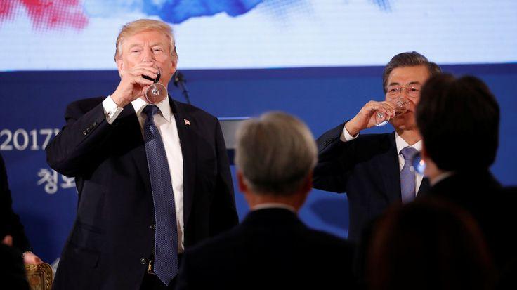 US-Präsident Donald Trump befindet sich derzeit in Südkorea. Es ist der zweite Stopp seiner Asienreise. Der erste Aufenthalt führte ihn nach Japan. Dort rief der Präsident dazu auf, mehr US-Waffen zu kaufen, um der nordkoreanischen Bedrohung zu begegnen.