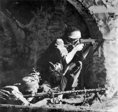 German airborne fighting at Monte Cassino, Italy.                                                                                                                                                      Más