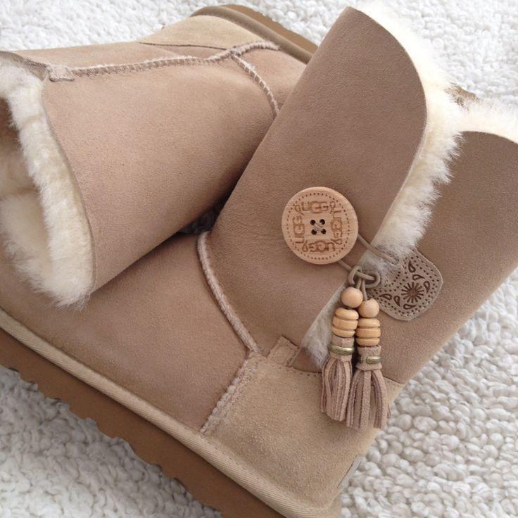 best 25 girls ugg boots ideas on pinterest childrens. Black Bedroom Furniture Sets. Home Design Ideas