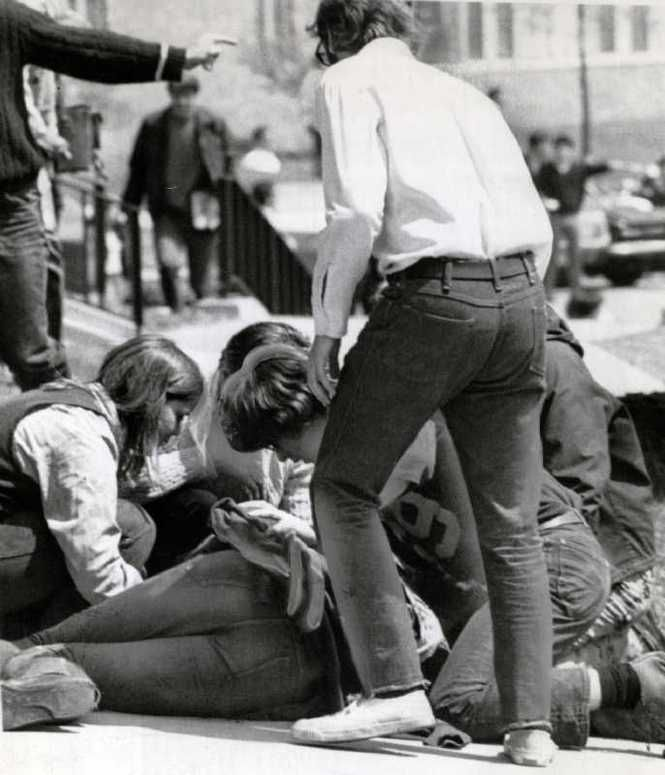 kent state shootings Kent state university immediately closed with the shootings on may 4, and did not offer classes again for six weeks, when the summer term began the various protests drew to an end as president richard nixon, who served from 1969-1974, began to withdraw us soldiers from north and south vietnam.