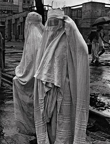 John Gutmann, Two Muslim Women on a Monsoon Swept Street, Calcutta, India, 1945.