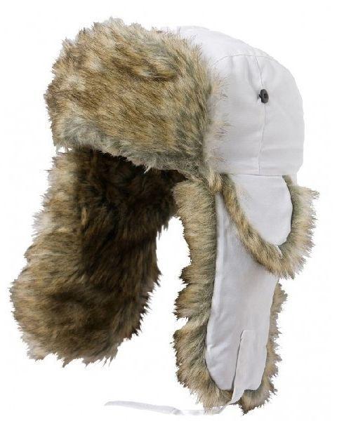 Czapka zimowa uszatka Satila AKTSE biała. Czapka uszatka z futerkiem zapewni doskonałą ochronę przed utratą ciepła, nawet w najsroższą zimę! Dzięki pokrytym sztucznym futerkiem klapom na uszy, idealnie przylega do głowy tworząc nieprzepuszczalną powierzchnię! #czapkazimowa #odziezzimowa