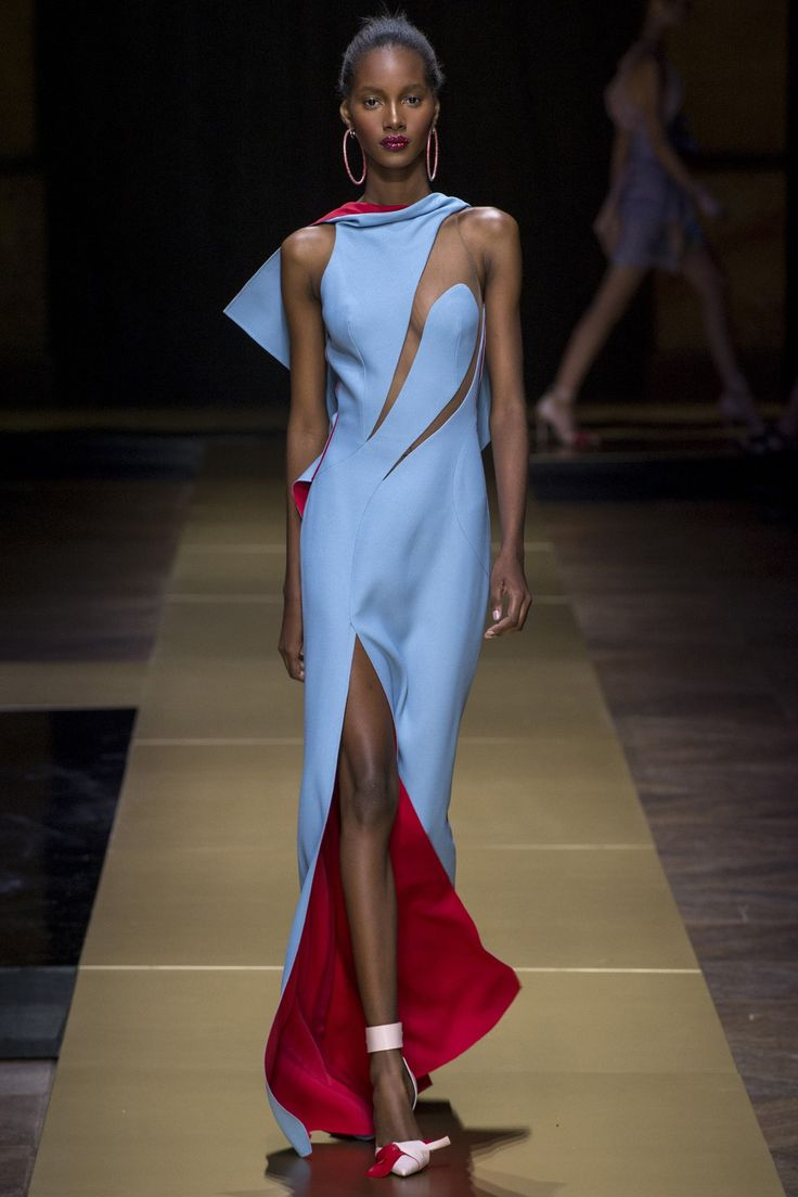 Catwalk photos and all the looks from Atelier Versace Autumn/Winter 2016-17 Couture Paris Fashion Week