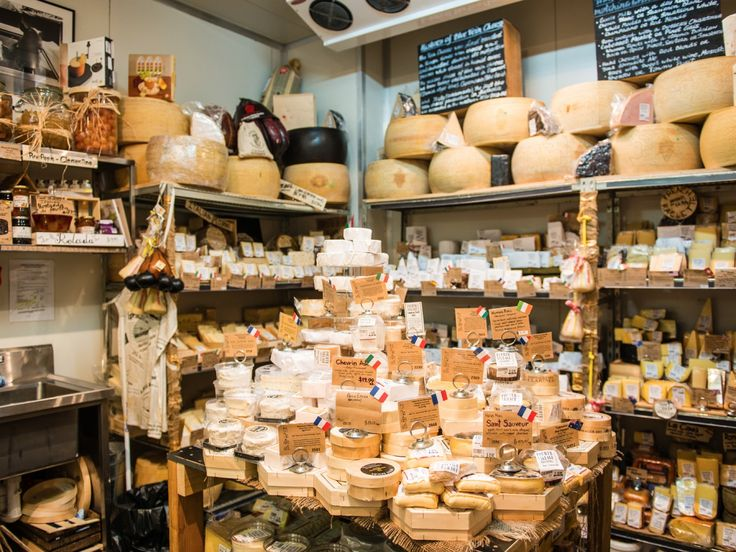 Whether you're after Neapolitan pastries, buffalo mozzarella or just a top-notch olive oil from Italy's best trees, these delis, bakeries, shops and providores are where you'll find the best Italian produce in Sydney