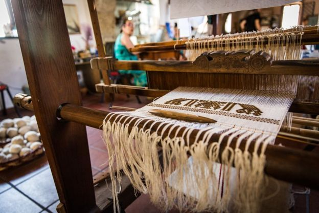 Chiara's loom: Weaving the Soul of the Sea. The last remaining weaver of historical Byssus fibre from sea clams